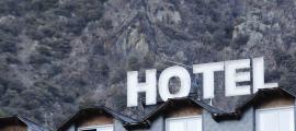 Els establiments hotelers juntament als comercials són els que generen més queixes per l'ús del català.