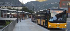 Un vehicle de la nova concessió de les línies de transport públic.