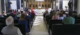 Mons. Joan-Enric Vives oficia la missa solemne en presència de les autoritats i públic convidat.