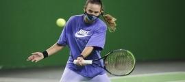 La tennista Vicky Jiménez, número 2 del món del rànquing júnior, es va entrenar ahir al matí a la pista de tennis d'AnyósPark. Foto: Facundo Santana