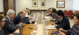 Un moment de la reunió de Grynspan amb la fundació Oficina Cimera Iberoamericana Andorra 2020, ahir.