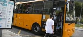 Un autobús que realitza una línia nacional operada per Coopalsa.