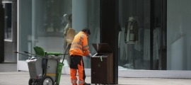 Un treballador del Comú d'Andorra la Vella.