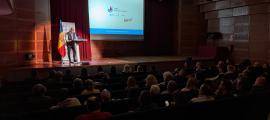 El candidat d'UxEE, Higini Martínez-Illescas, durant la seva intervenció en la reunió de poble d'ahir.