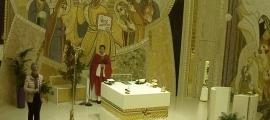 Mossèn Pepe Chisvert, rere l'altar de Sant Julià, a la missa de Rams que va dir ahir.