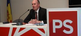 El candidat de d'Acord a Andorra la Vella, Joaquim Miró, durant la compareixença d'ahir.