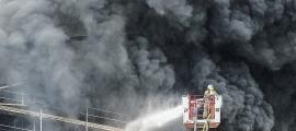 Una imatge de l'estructura dels Serradells, afectada per un incendi.