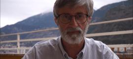 Jean-Louis Albareda és 'maître' de CP a l'escola francesa de Ciutat de Valls. Aquí, a la terrassa des d'on enregistra els vídeos que envia als seus alumnes de CP.