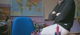 Lanot és mestre de CE1 a l'escola elemental francesa de Ciutat de Valls, a la capital.