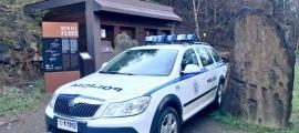Un vehicle de la policia a la zona d'inici de la Ruta del Ferro.