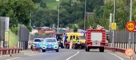 Els serveis d'emergència treballant al lloc on s'ha produït l'accident.