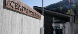 Entrada al centre penitenciari de la Comella.