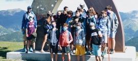 Recollida de brossa a les pistes de Soldeu-El Tarter amb integrants del Soldeu Esqui Club i de l'Esquí Club d'Andorra, juntament amb treballadors de l'estació.