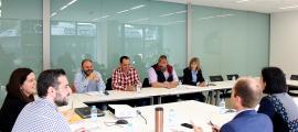 ANA/ Un moment de la trobada entre els representants dels sindicats amb els consellers demòcrates, aquest dilluns al migdia.
