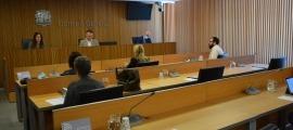 La ministra de Cultura i Esports, Sílvia Riva, durant la compareixença davant la comissió legislativa d'Educació, Recerca, Cultura, Joventut i Esports.