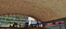 La coberta amb volta catalana de la nova sala del Rosaleda, en construcció, el 2017.