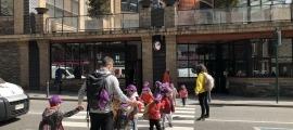 Un grup d'infants participants als tallers de Pasqua a la Massana.