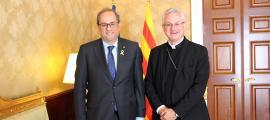 El president de la Generalitat, Quim Torra, i el copríncep episcopal, Joan-Enric Vives, al Palau Episcopal, on s'han reunit aquest divendres.