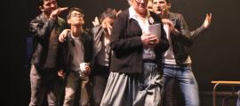 Prop de 700 espectadors han desfilat per les dues funcions de 'Grease' finalment programades a Sant Julià.