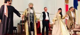 Els cinc cantants que van actuar al 'Barbiere' de Castelvecchio saluden al final de la funció de dissabte.