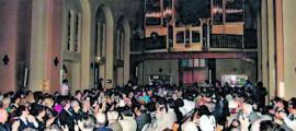 15 de juny del 1991: estrena de l'orgue; els bancs, del revés per veure l'instrument.