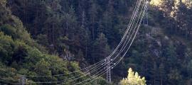 Torres d'alta tensió d'una línia elèctrica.