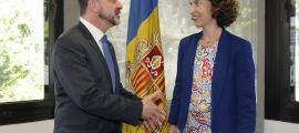 La ministra d'Exteriors amb el conseller Alfred Bosch, divendres a l'edifici administratiu.