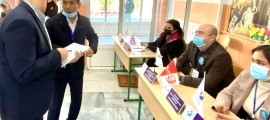 Costa en un dels col·legis electorals de Taixkent.