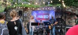 La música del país pren els carrers del centre històric cada any a principis de l'estiu