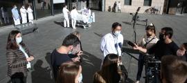 El doctor Mario Alfaro atenent els periodistes aquest matí.